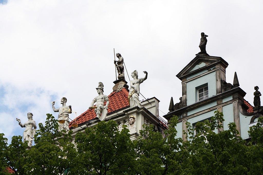 15 fasada kamienicy złotej dlugi targ