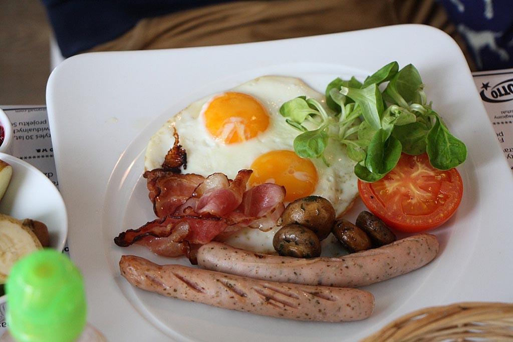 zatoka sztuki sniadanie angielskie