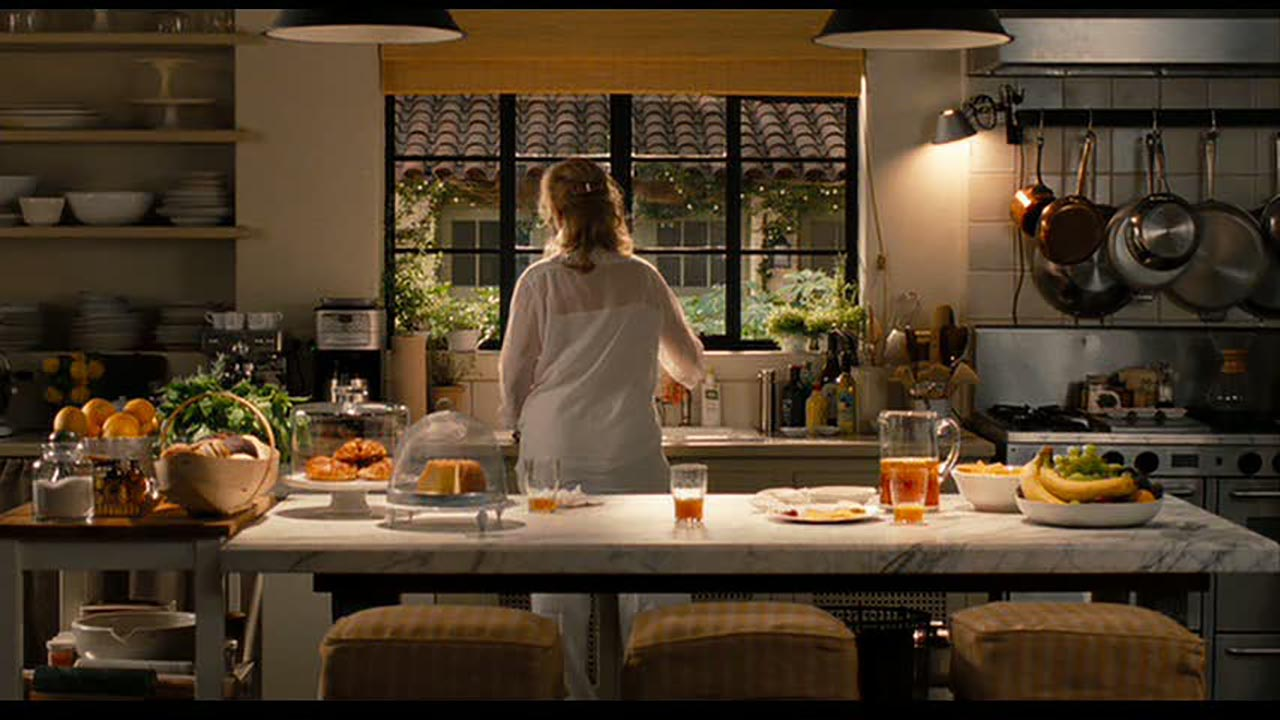 Meryl-Streep-cooking-in-the-Its-Complicated-house-kitchen