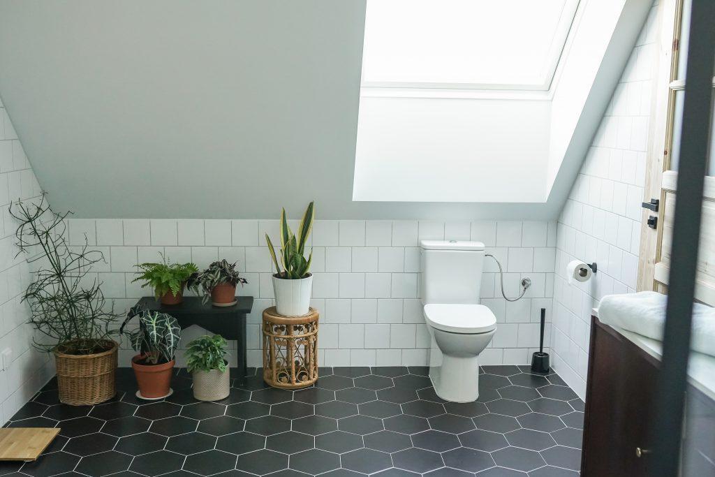 minimalistyczna łazienka aranżacja